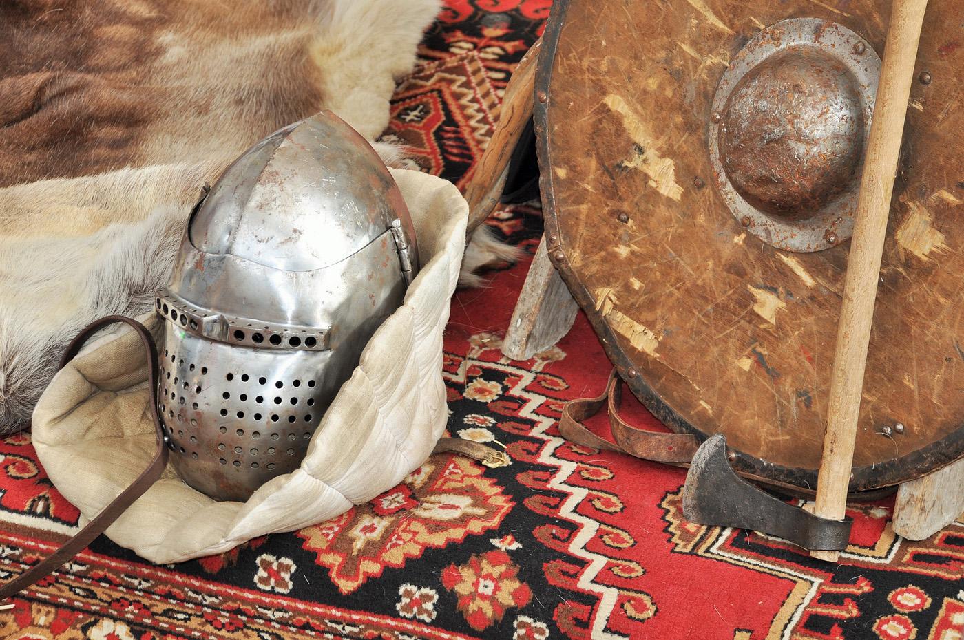 helmet-4222126_1400x900